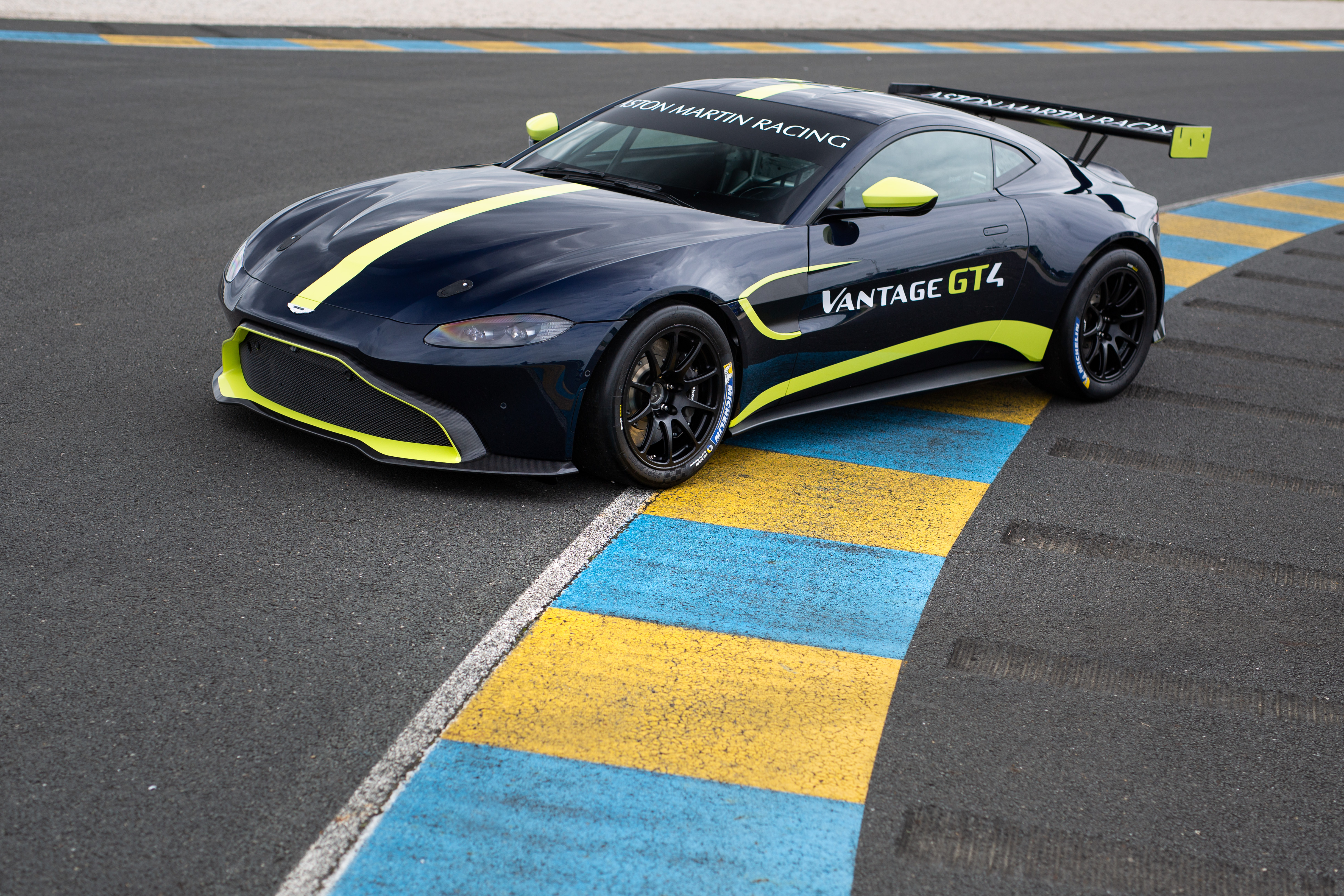 Aston Martin Vantage GT4 - 3
