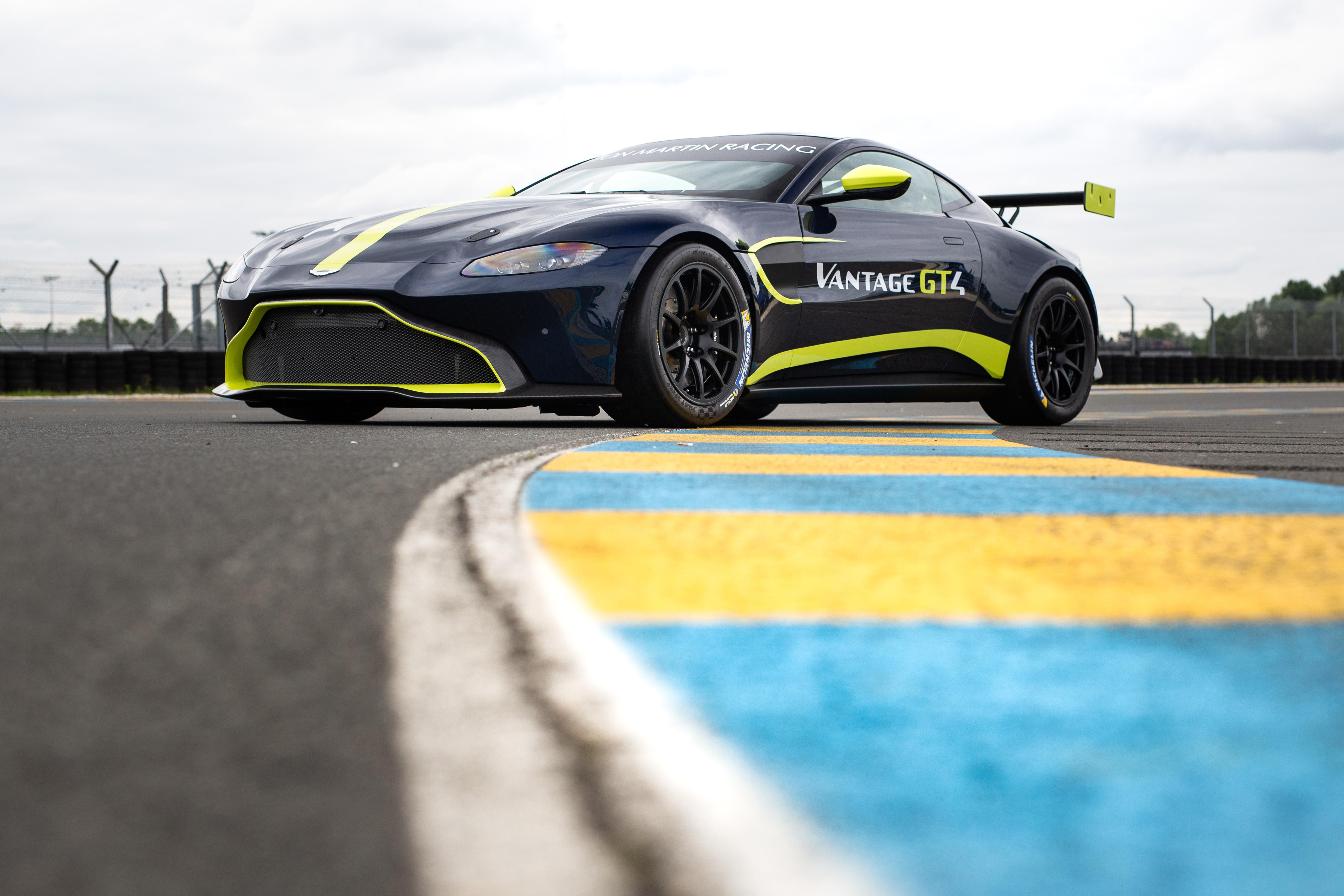 Aston Martin Vantage GT4 - 1