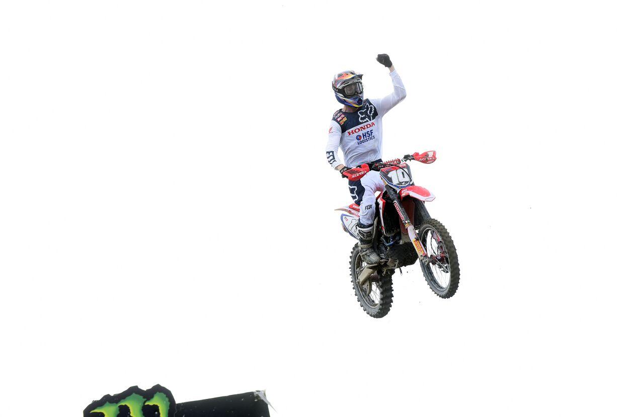 Pirelli Sweeps the Podium at Pingkal Pinang for the Motocross Grand Prix of Indonesia - vlaanderen_finish