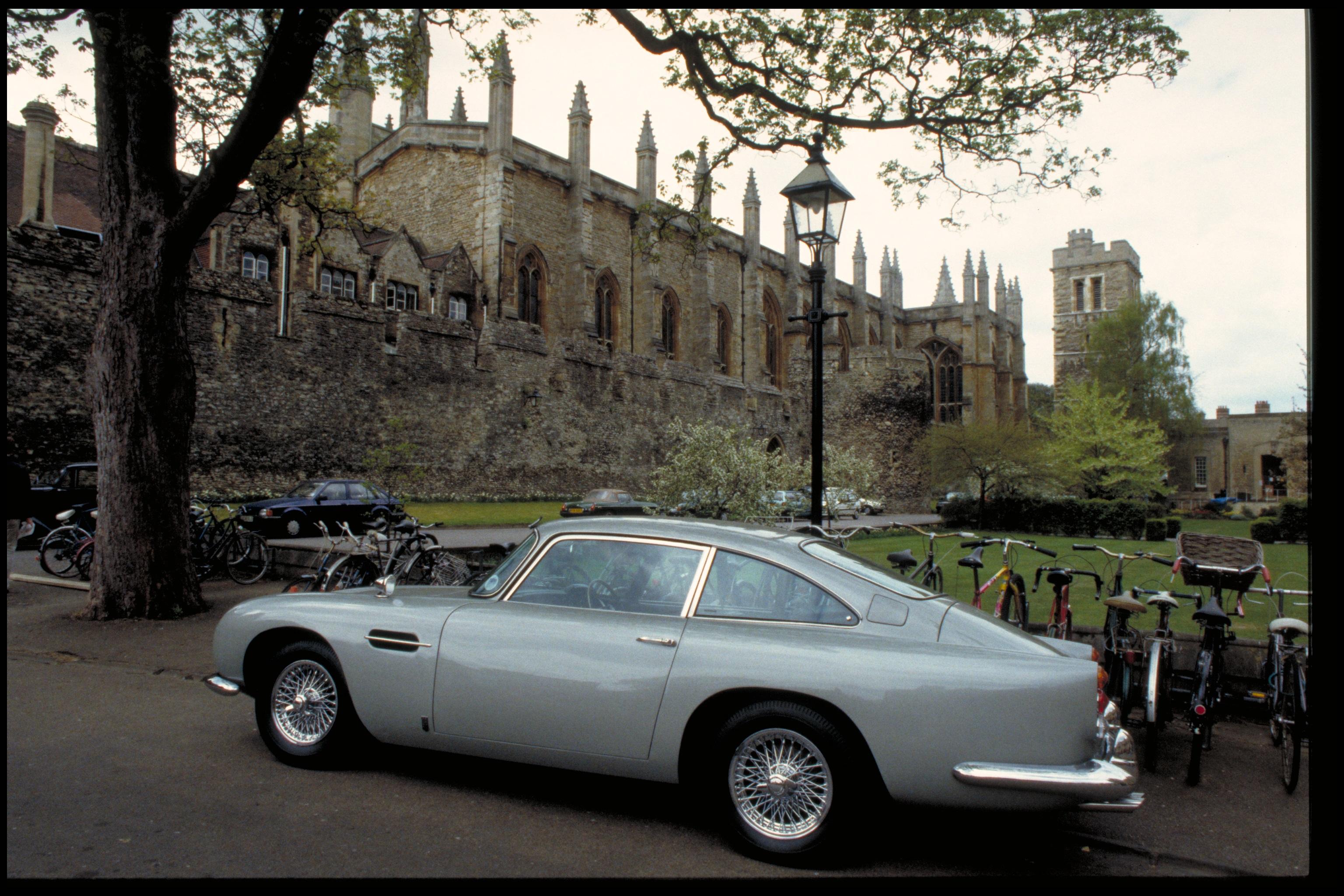 Aston Martin Goldfinger DB5 Contunation