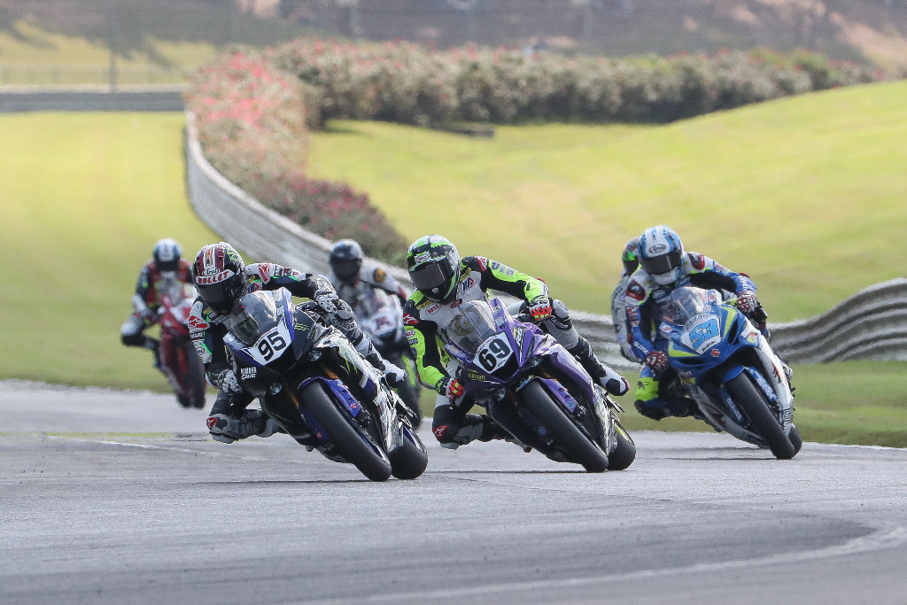 JD Beach (95) led Hayden Gillim (69) early in the Supersport race - Barber
