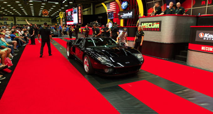 Mecum Dallas - 2005 Ford GT 1197 Miles 1 of 58 Black Stripe-Delete Cars (Lot S104)