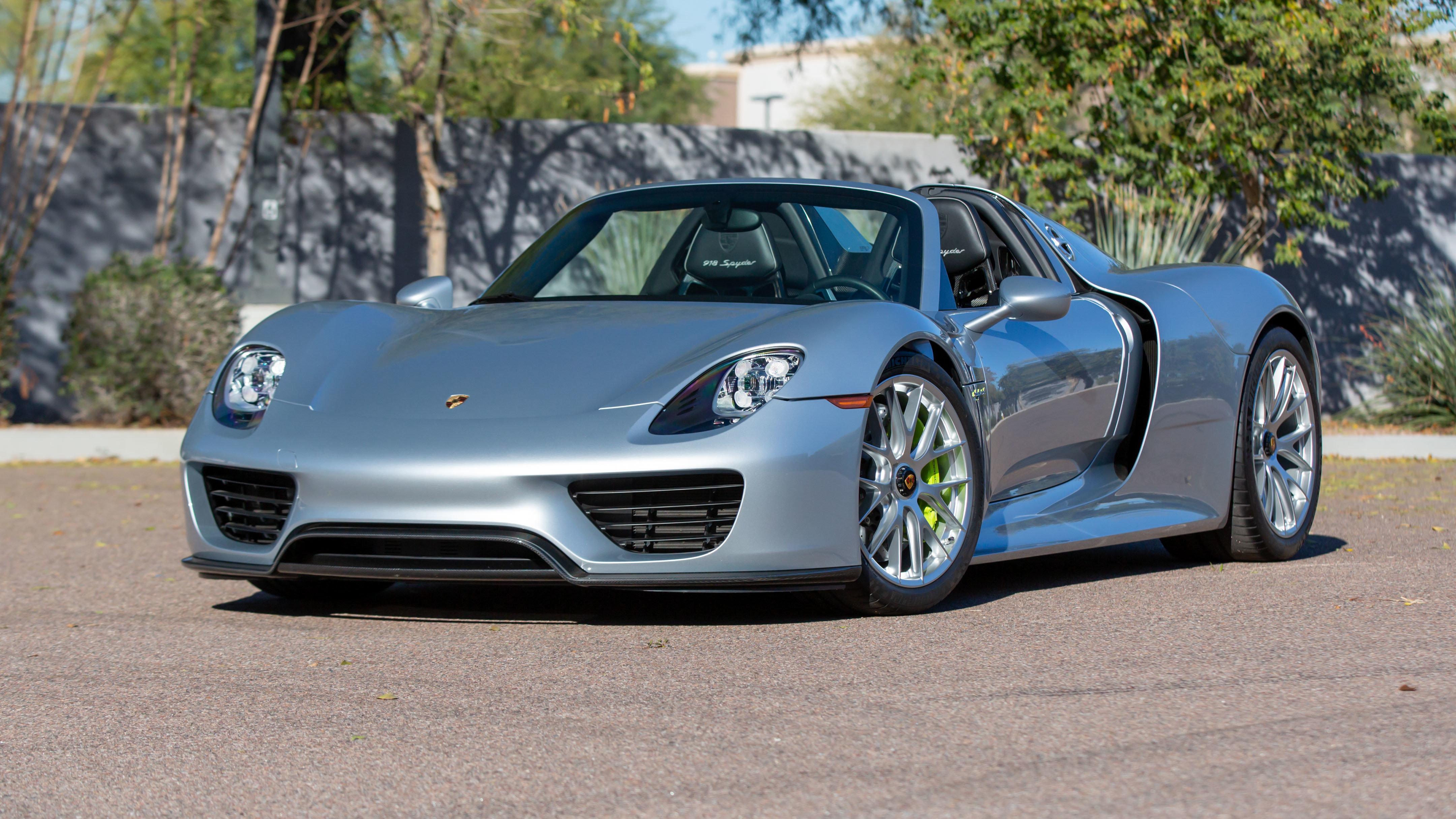 2015 Porsche 918 Spyder 4.6L:887 HP, 3,571 Miles (Lot S94) - Mecum Phoenix
