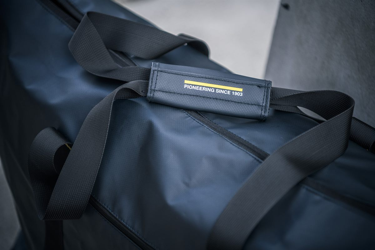 Husqvarna Motorcycles Present 2019 VITPILEN & SVARTPILEN Clothing Collection - PROGRESS WEEKENDER