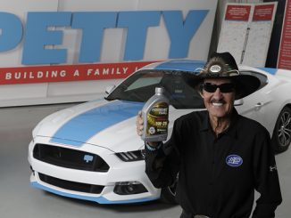 """The King"" Richard Petty endorses Safety-Kleen's oil Performance Plus"