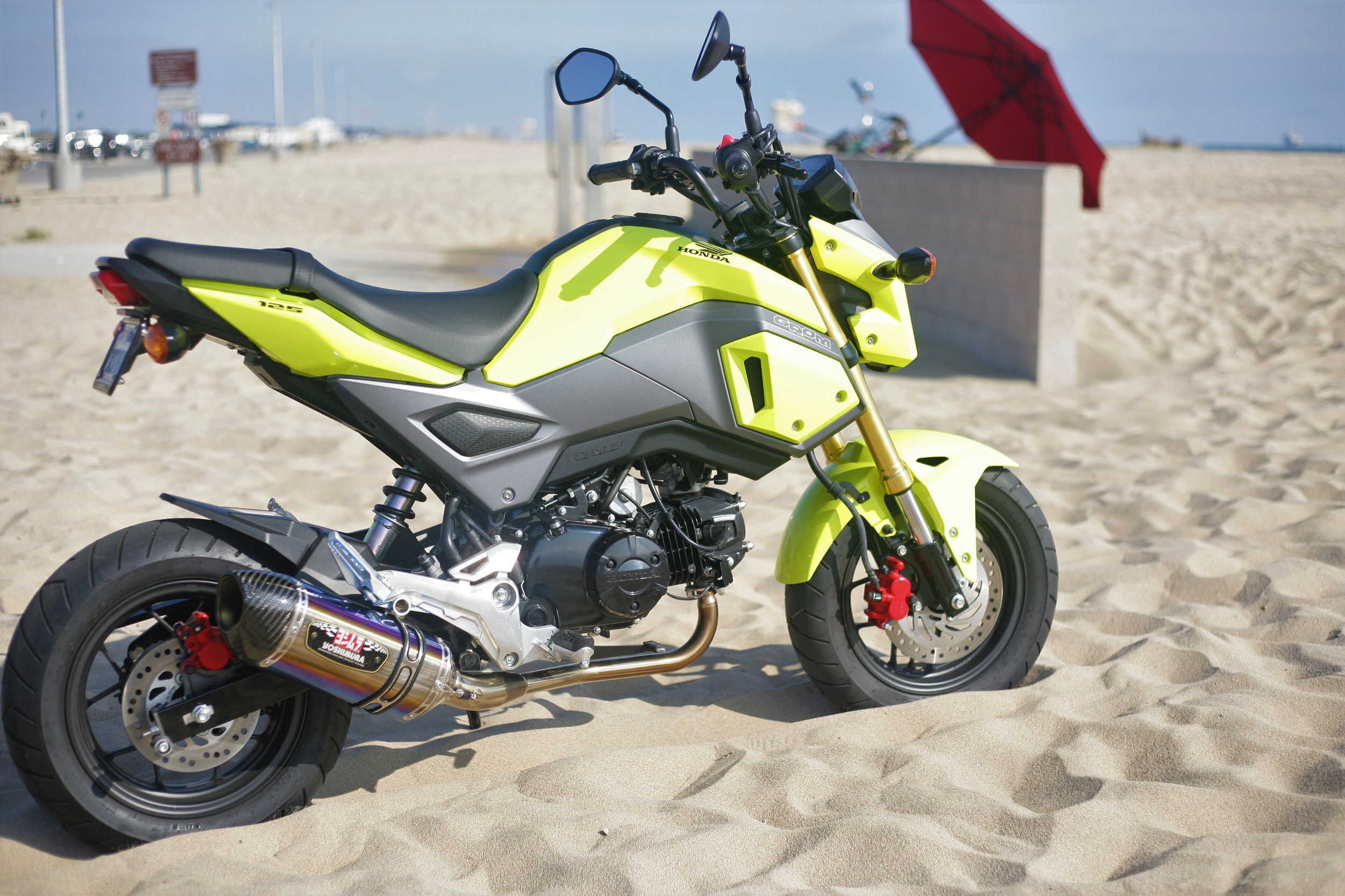 Honda Grom with the Yoshimura R-77 titanium Race Series system
