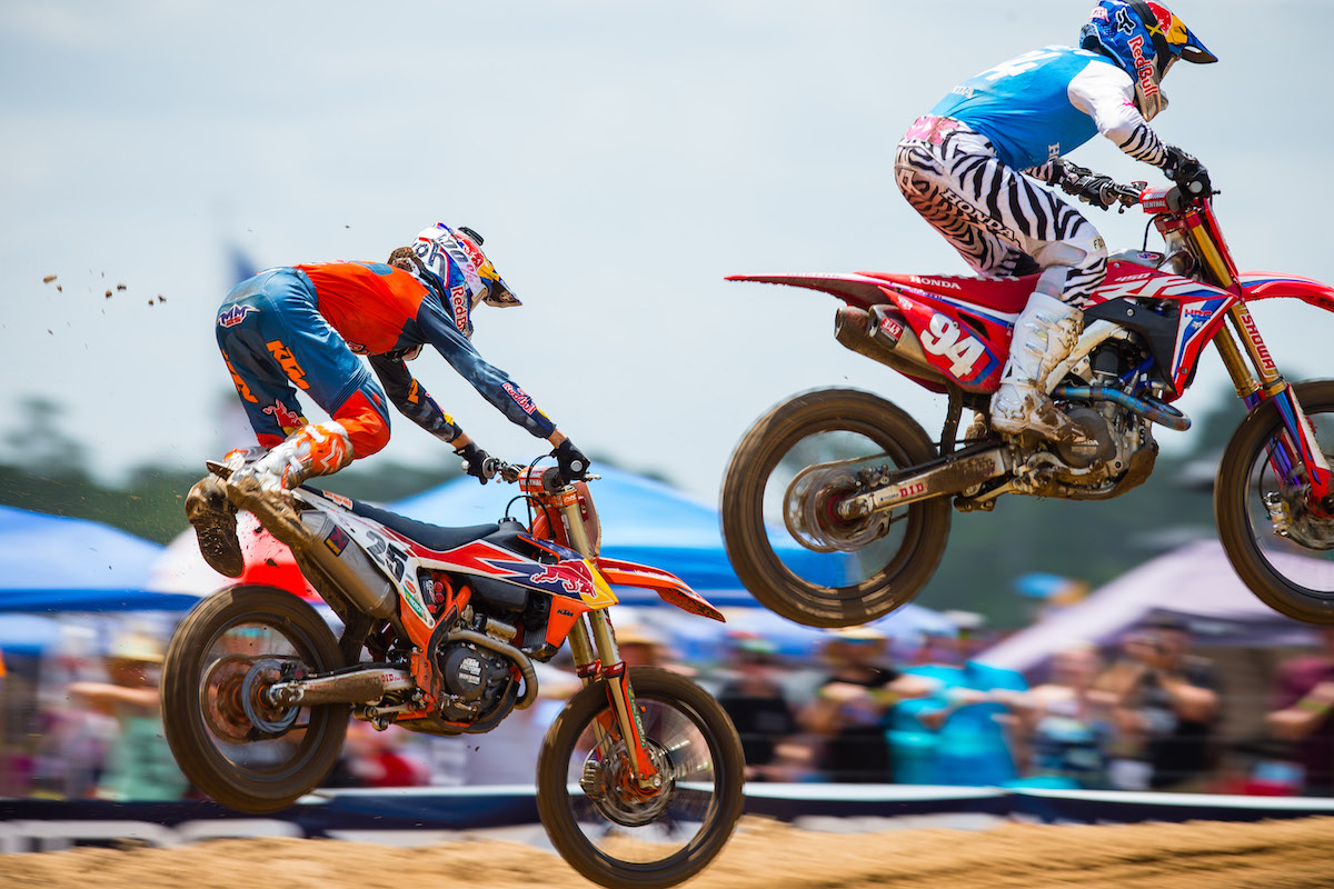 Musquin narrowly avoided a big crash in his pursuit of Roczen in Moto 1 - US Assure Florida National