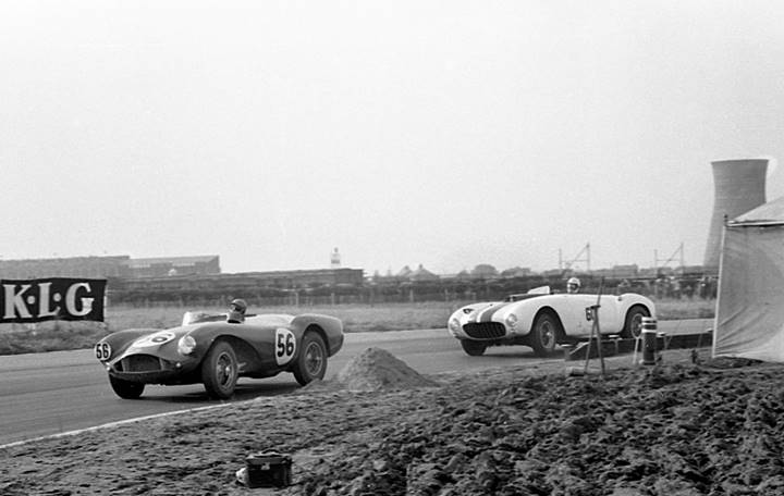 Peter Collins leads in DB3S/2 at Aintree, ahead of Masten Gregory in his Ferrari 375MM (Courtesy of GPL Images)