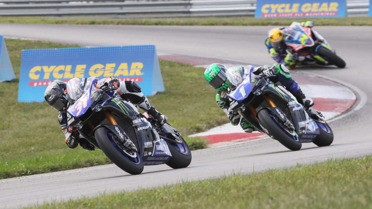 Garrett Gerloff (31) and his Yamaha teammate Cameron Beaubier (1) battled to the bitter end in Saturday's EBC Brakes Superbike race at PittRace