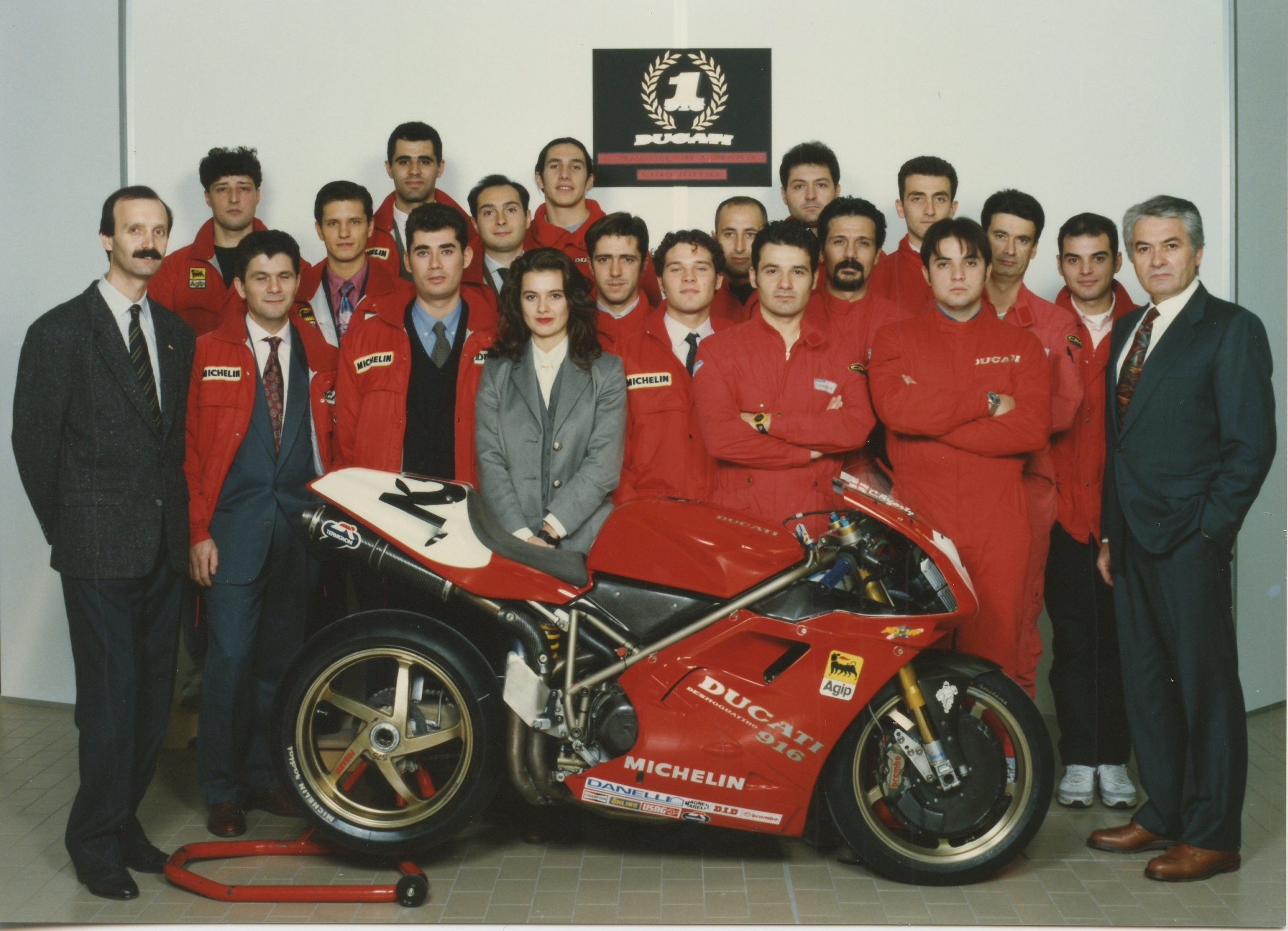 Massimo Tamburini with his 916 and Ducati employees