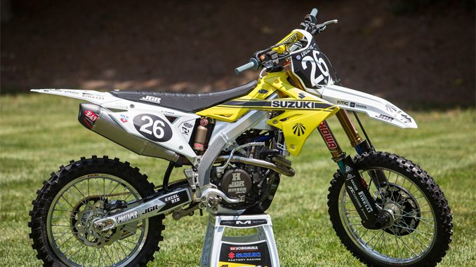Suzuki's all-new retro graphics kit throws it back to its strong motocross roots