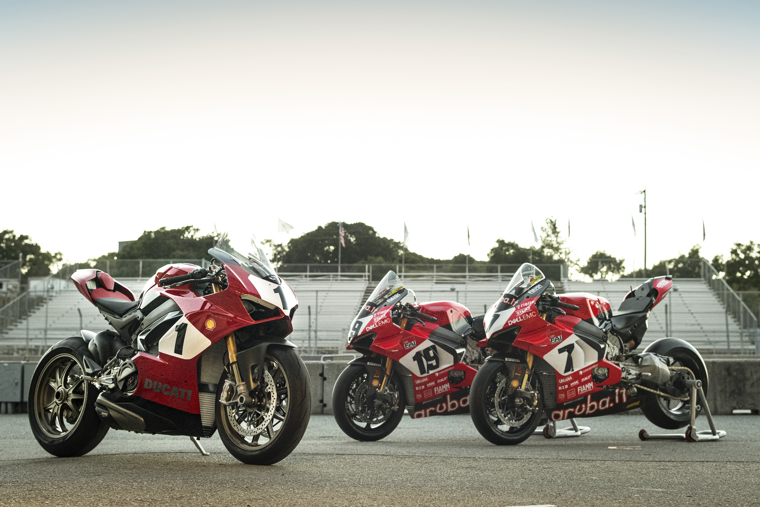 190905 Panigale V4 25° Anniversario 916 to be Auctioned for Carlin Dunne Foundation [2]