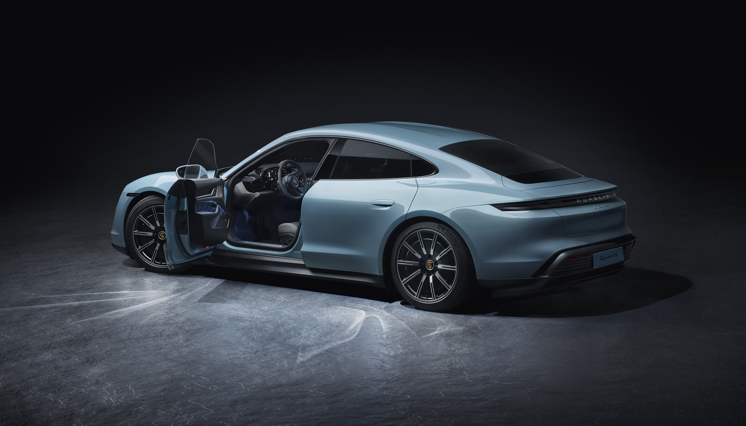 Porsche adds the Taycan 4S to the electric family [2]