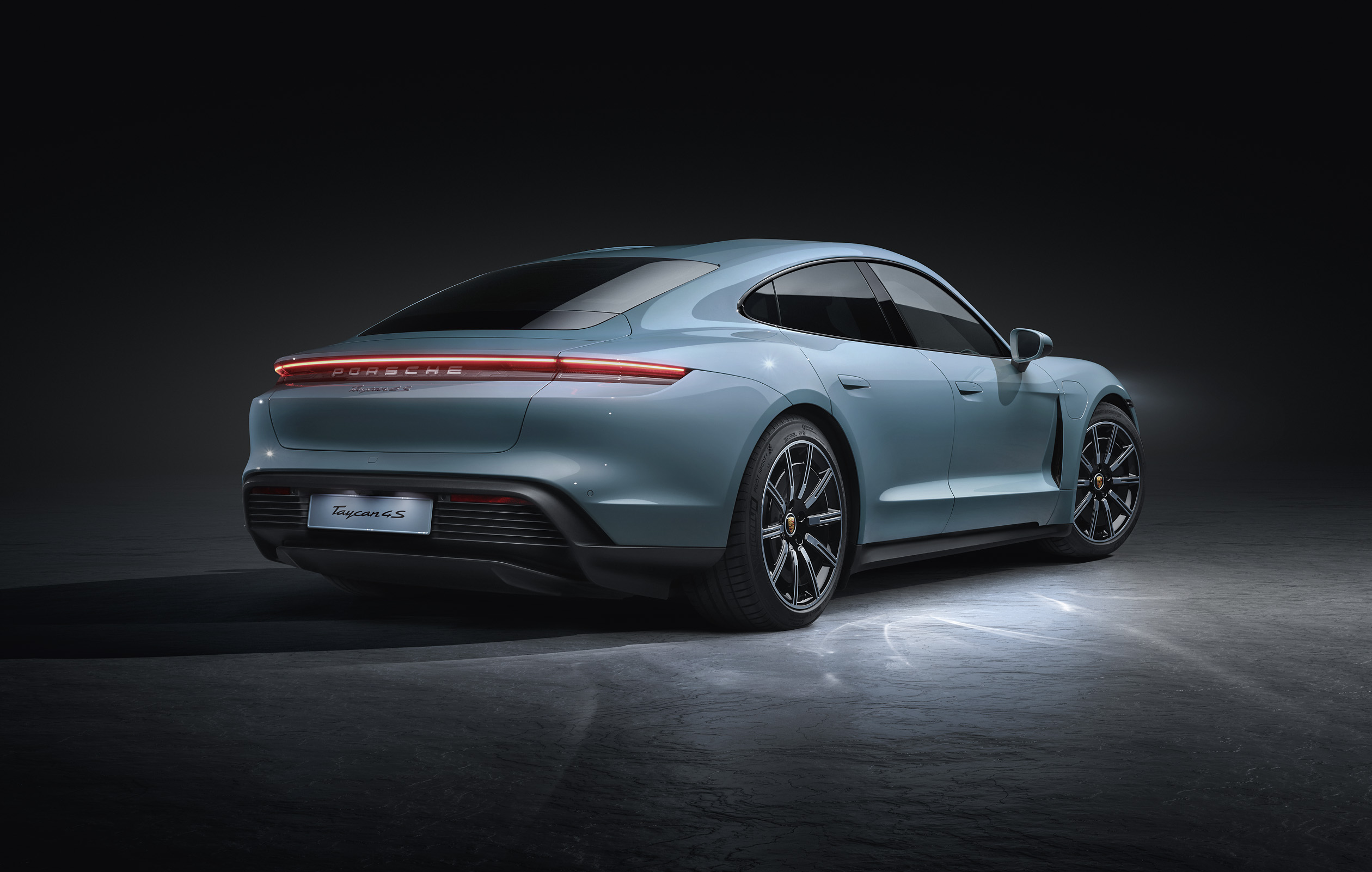 Porsche adds the Taycan 4S to the electric family [5]