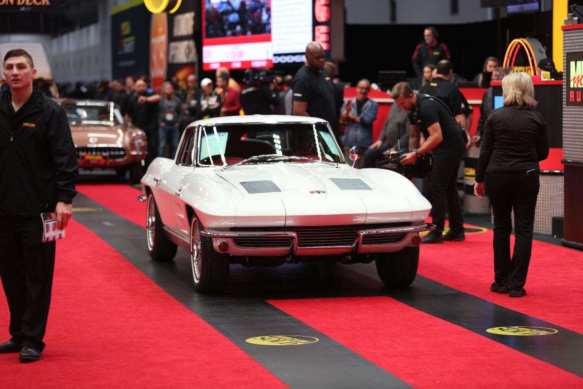 Mecum Kansas City - 1963 Chevrolet Corvette Split Window Coupe (Lot S97) sold at $129,250
