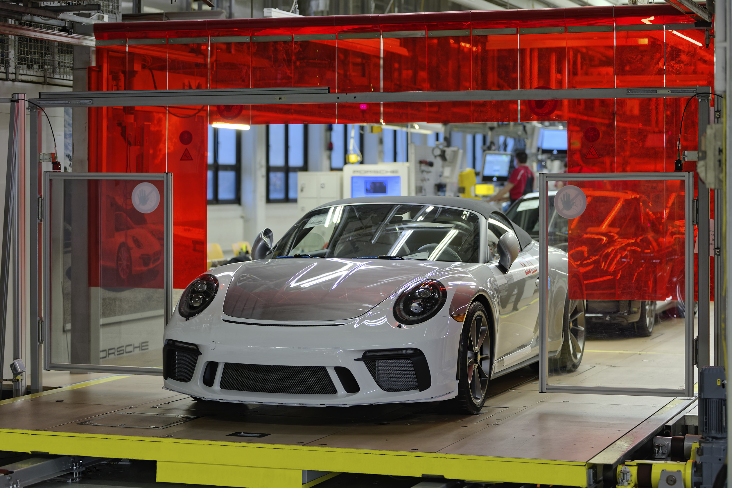 191222 Last Porsche 911 of the 991 generation comes off the production line [3]