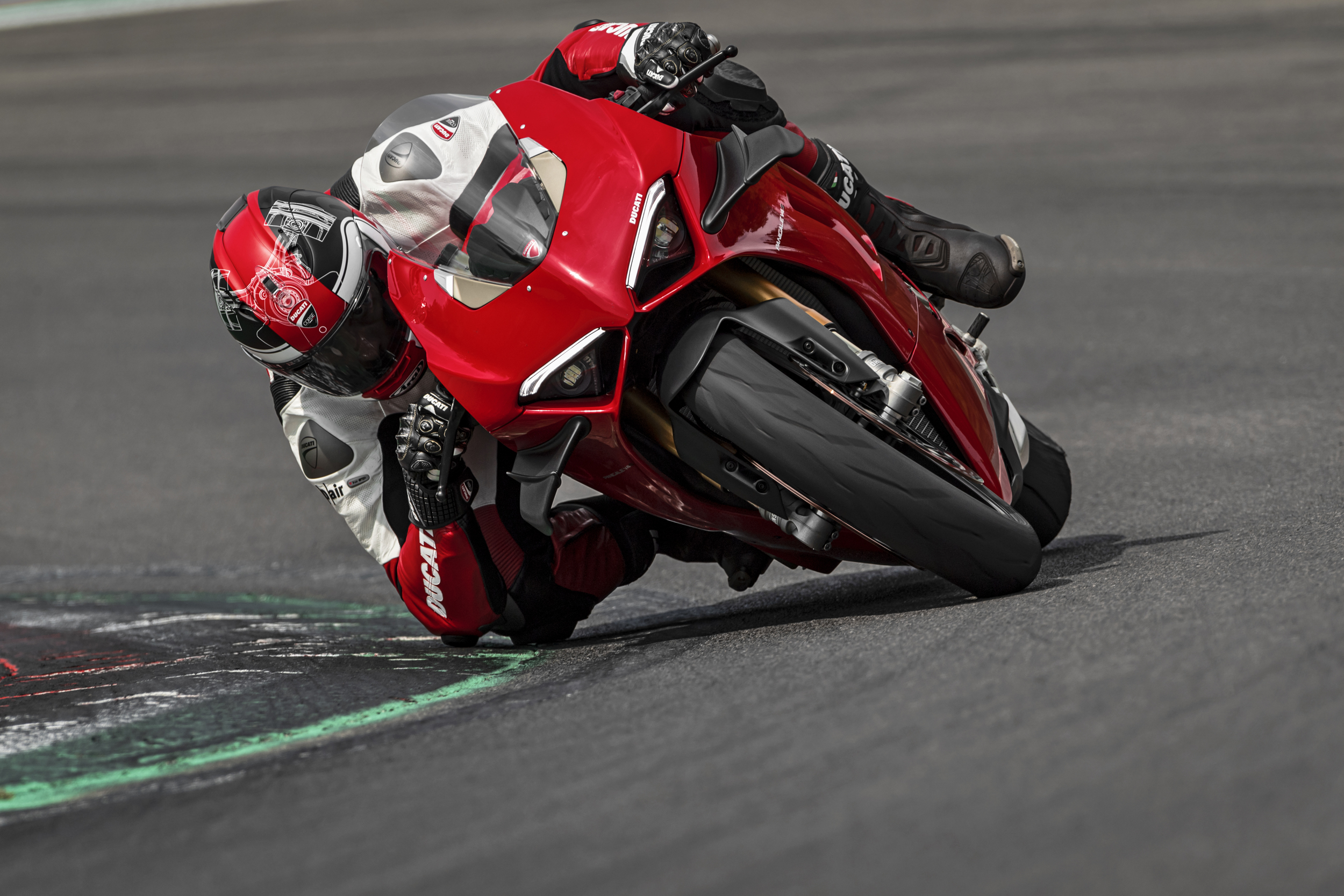 Ducati Panigale V4 S - Ready 4 Red