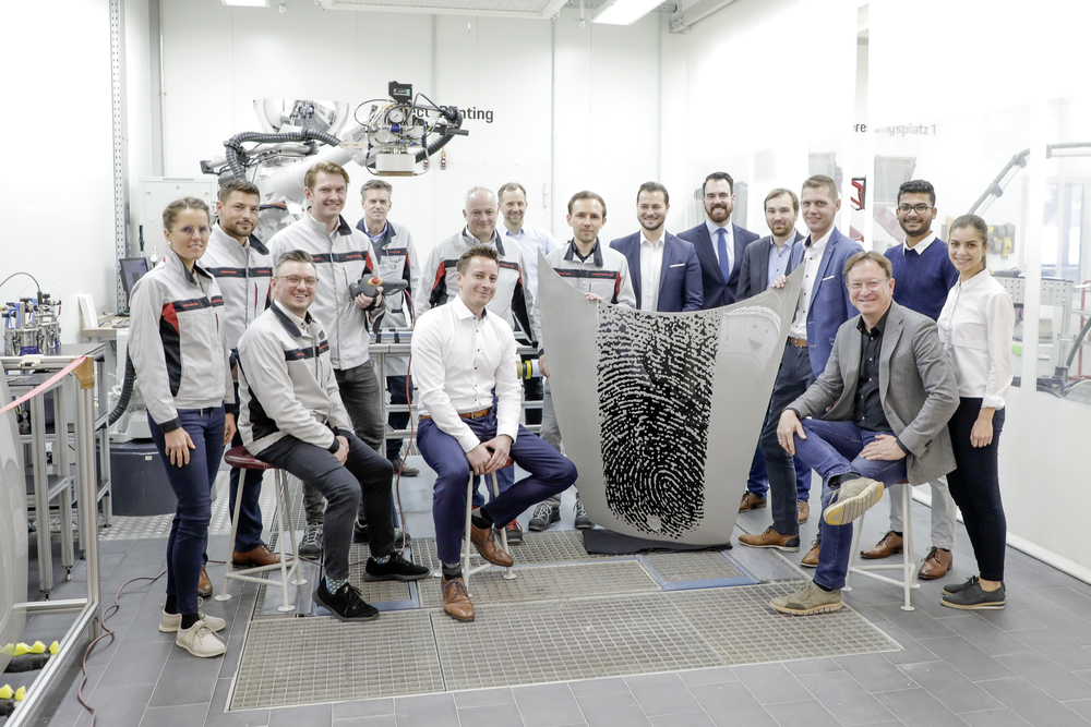 200225 Interdisciplinary project team from the areas of Production, Porsche Exclusive Manufaktur, Porsche Vocational Training and Style Porsche