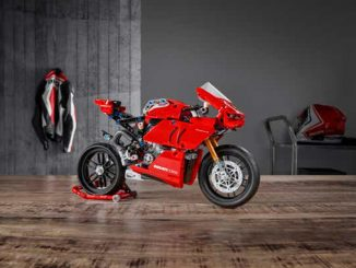 Live The Track with The Long-Awaited LEGO® Technic™ Ducati Panigale V4 R (678)