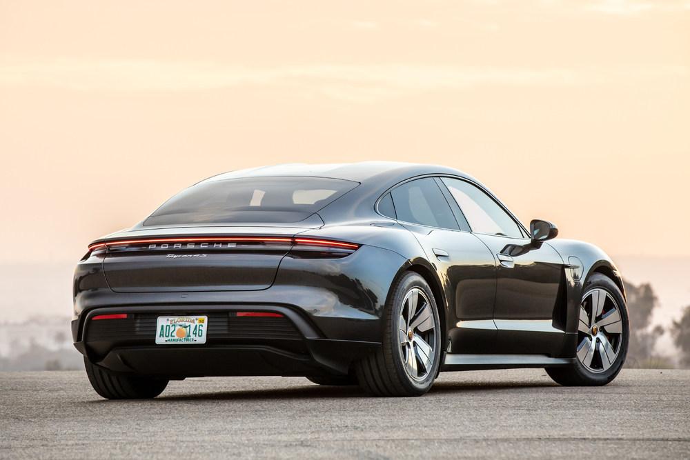 Porsche - Taycan4S--2