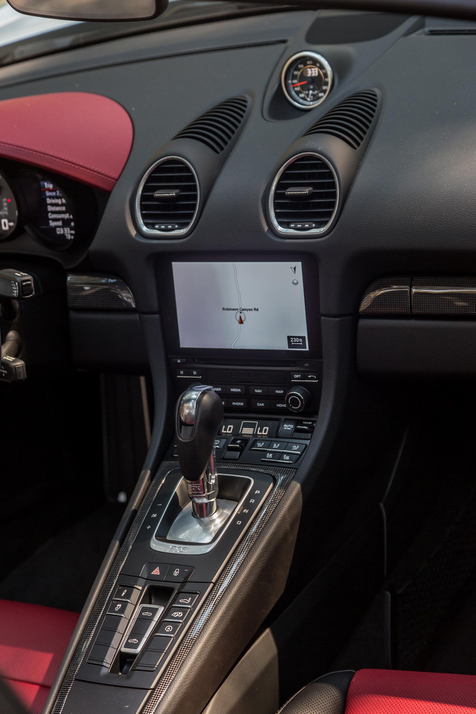 2021 Porsche 718 Boxster and Cayman interior (3)
