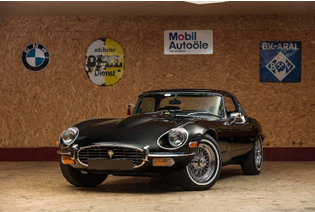 200713 1973 Jaguar E-Type Series 3 V-12 Roadster (Credit – Peter Singhof © 2020 Courtesy of RM Sotheby's)