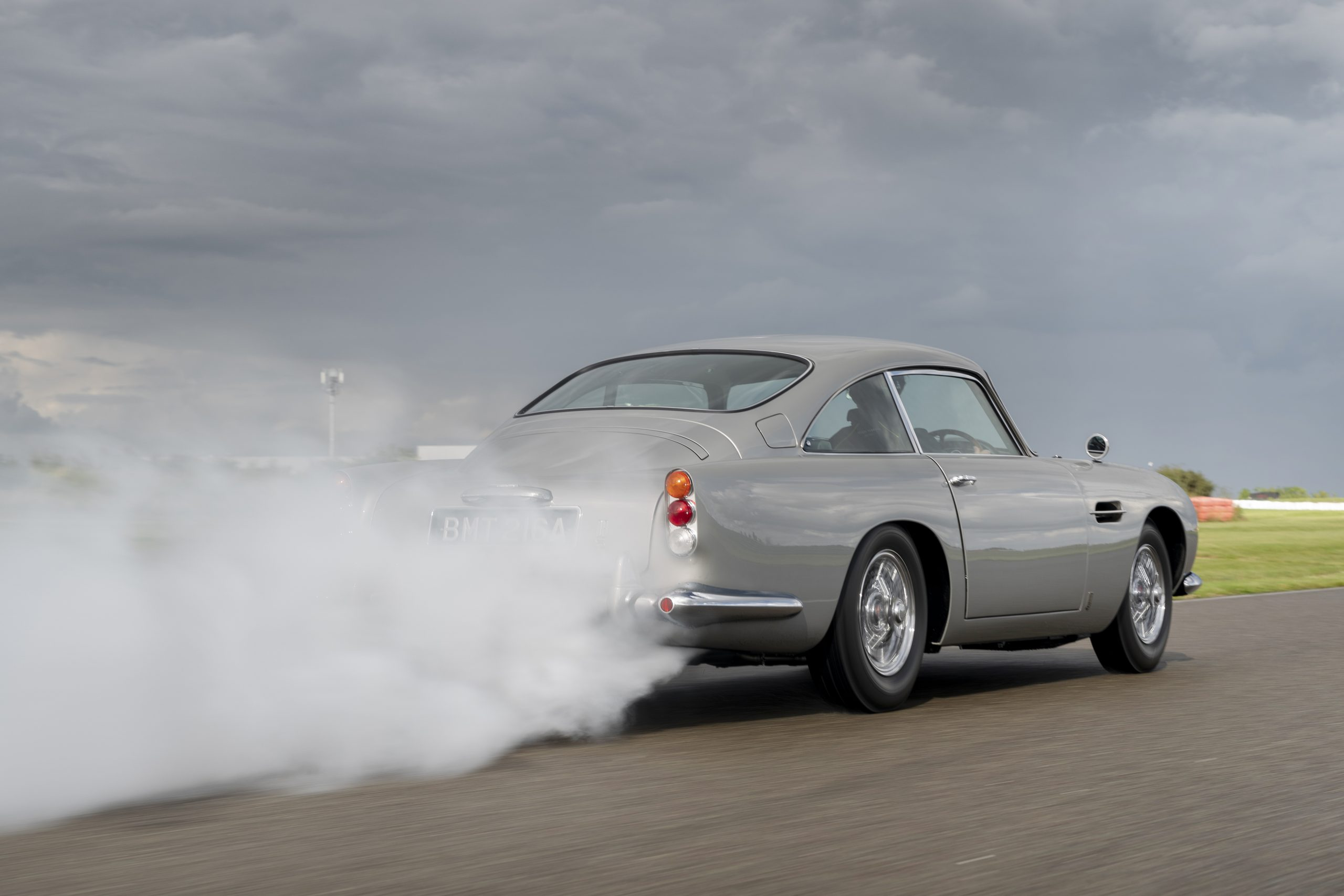 Aston_Martin_DB5_Goldfinger_Continuation03