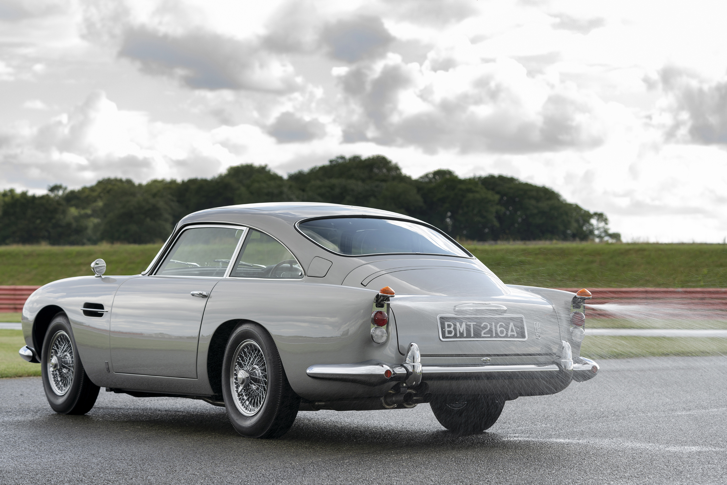 Aston_Martin_DB5_Goldfinger_Continuation21-jpg-1