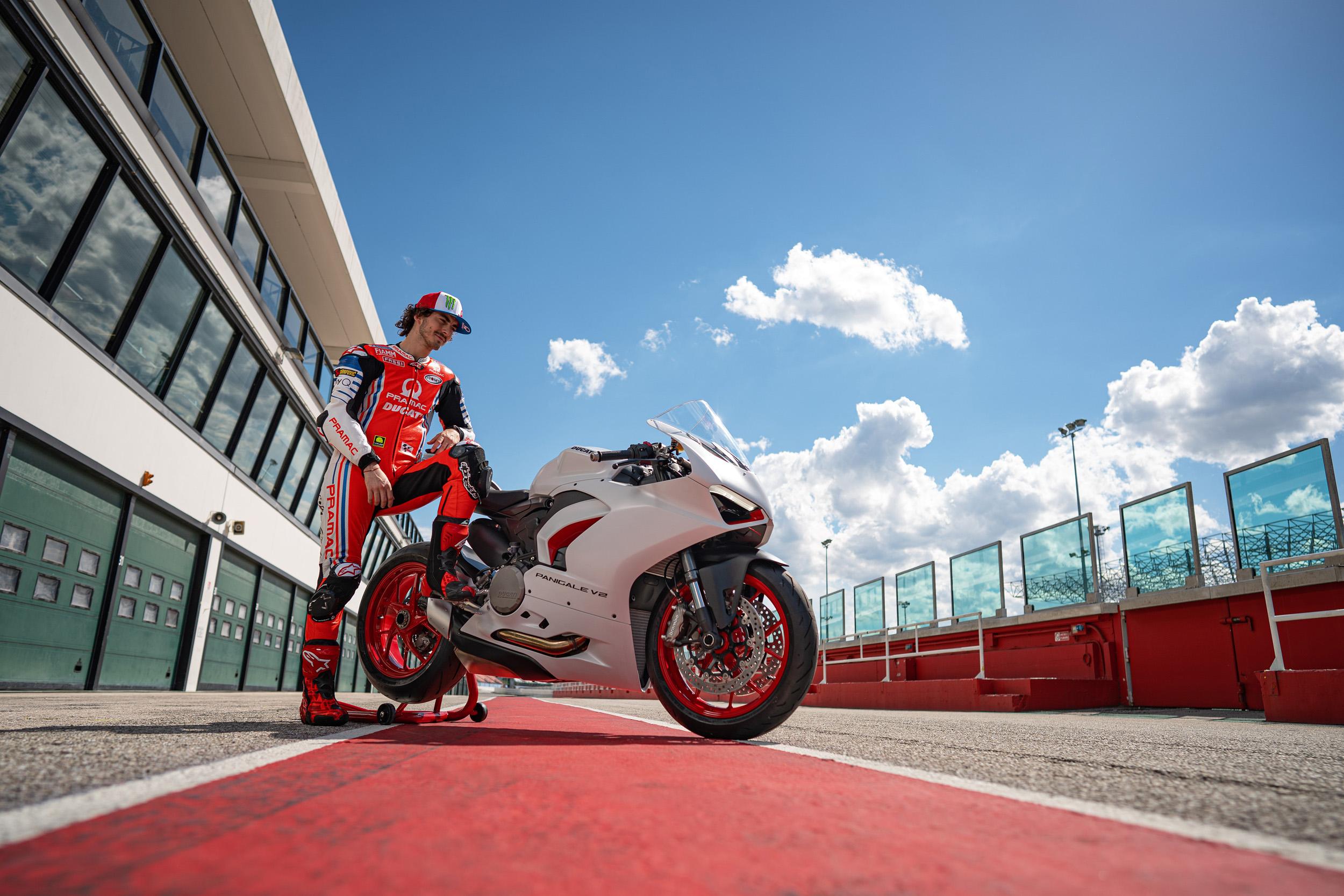 Ducati Panigale V2 (Pecco Bagnaia - Pramac Racing Team) (2)