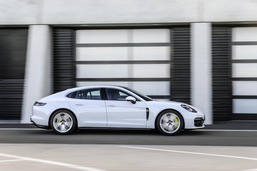 The 2021 Porsche Panamera (2)