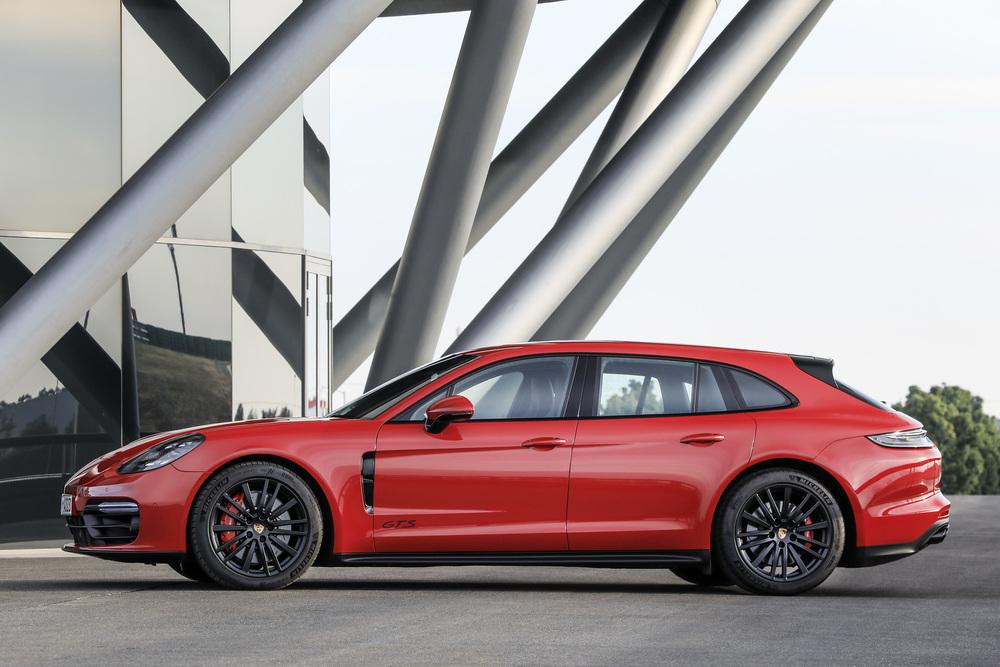 The 2021 Porsche Panamera (3)