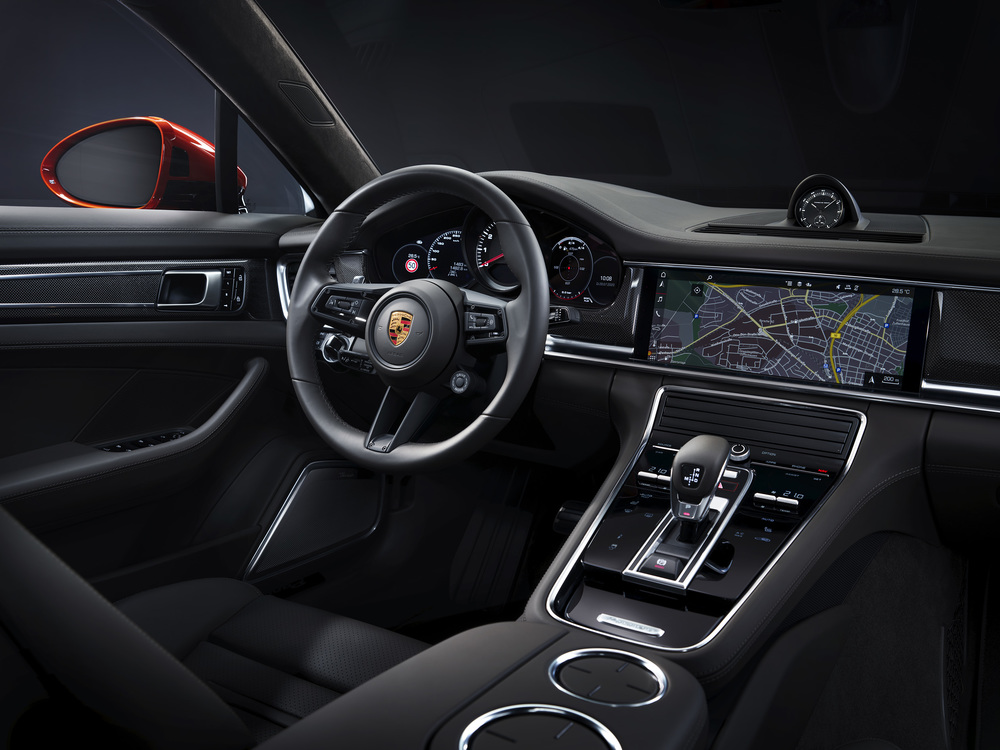 The 2021 Porsche Panamera (5)