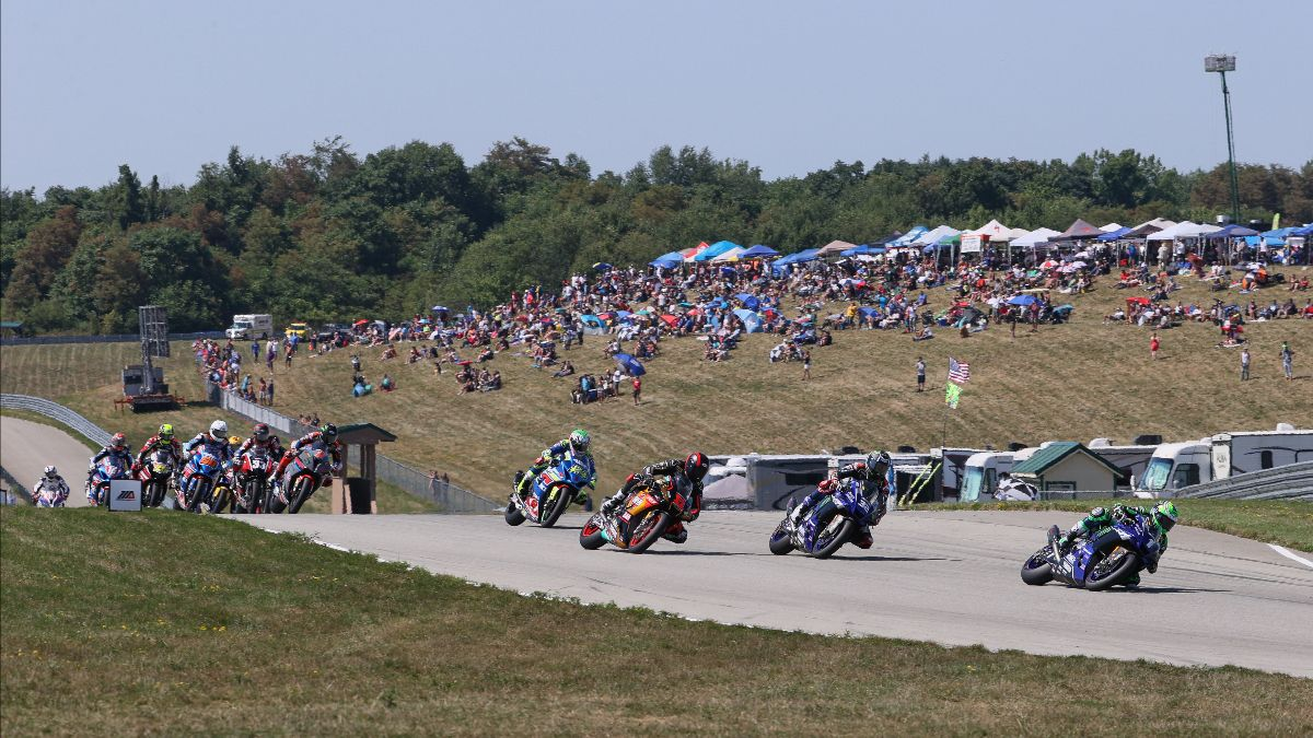The second of two HONOS Superbike races at PittRace