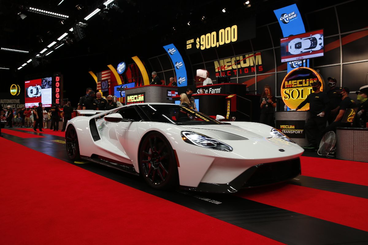200903 2018 Ford GT Twin-Turbocharged 3.5L:647 HP, 97 Miles (Lot S120) sold at $935,000