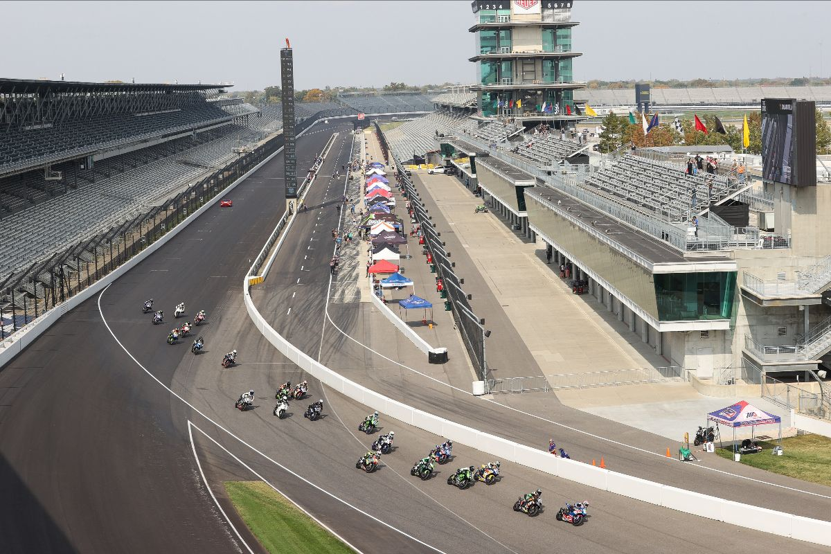 201011 The Supersport race gets started at Indianapolis Motor Speedway