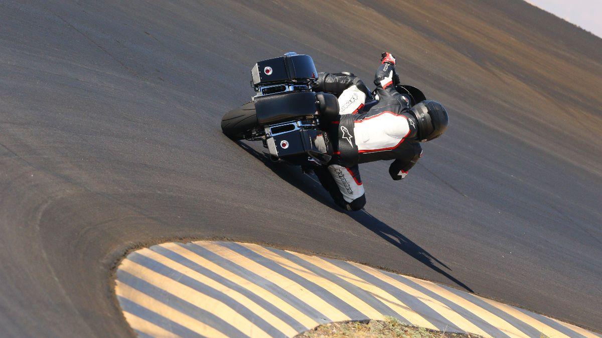201017 Tony Sollima races around the bowl at Chuckwalla