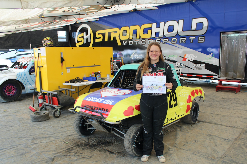 201022 Lucas Oil and Stronghold Motorsports Support Special 2020 Finale Weekend with #Hoods2Help Campaign (4)