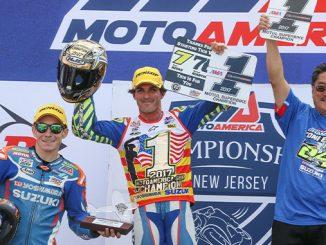 201024 Toni Elias celebrates his 2017 Superbike Championship with teammate Roger Hayden and Don Sakakura from Yoshimura (678)