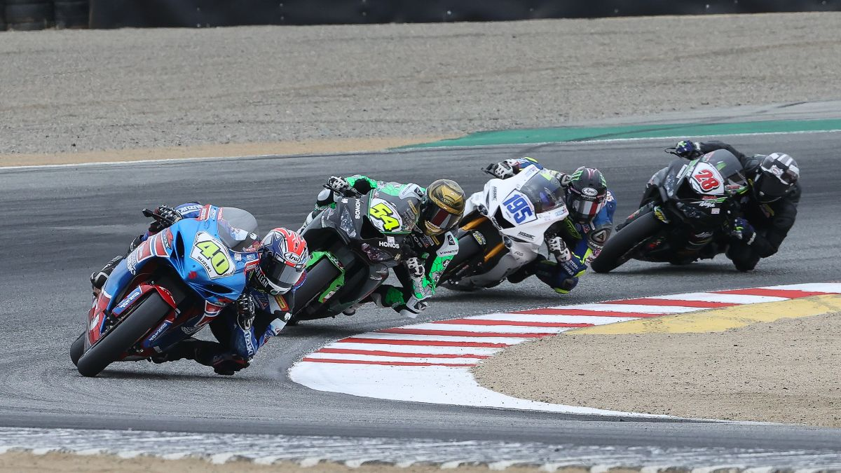 201026 Sean Dylan Kelly (40) leads Richie Escalante (54), JD Beach (195) and Cory Ventura (28) in Supersport action