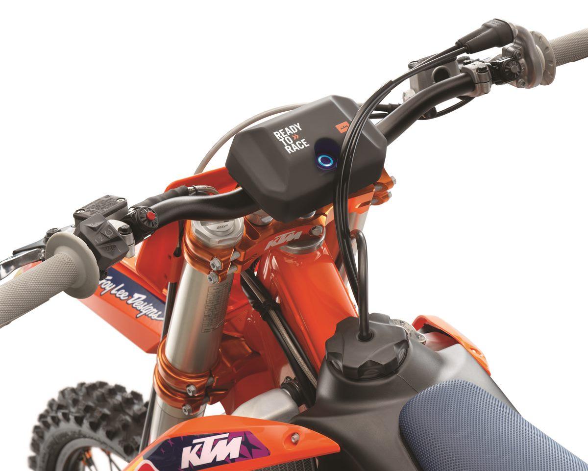 2021 KTM 250 SX-F TROY LEE DESIGNS_ Studio (4)