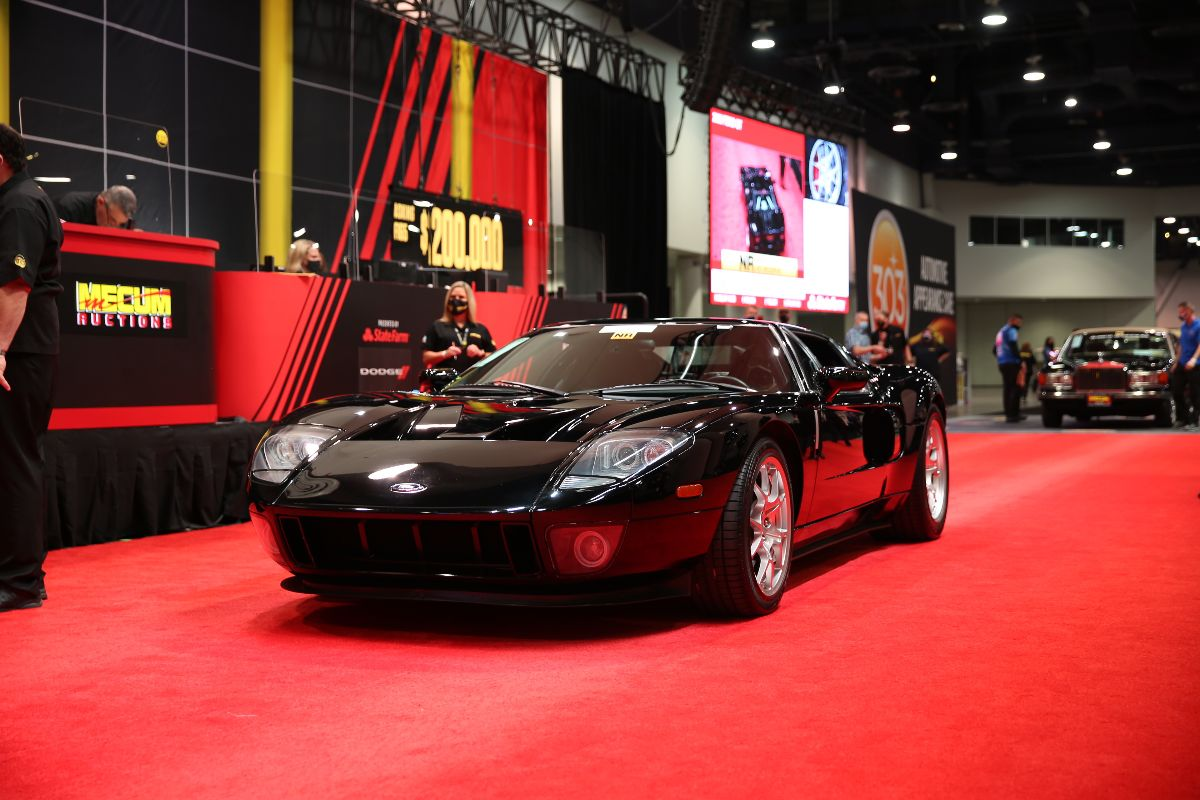 2006 Ford GT Supercharged 5.4L/550 HP, 9,581 Miles (Lot F165) sold at $253,000
