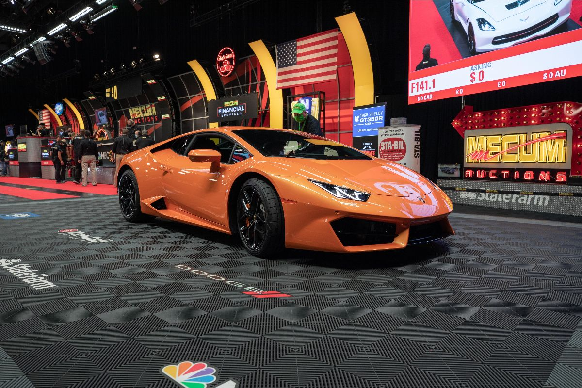 2018 Lamborghini Huracan LP580-2 5.2L/580 HP, 1,986 Miles (Lot F141) sold at $187,000