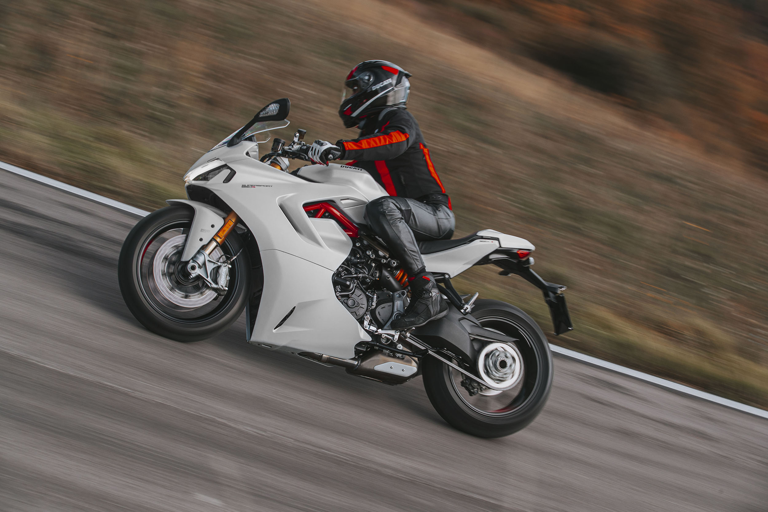 DUCATI_SUPERSPORT_950_S_AMBIENCE 0_UC210980_High