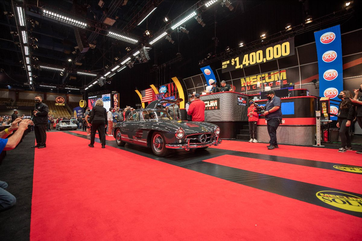 210126 1956 Mercedes-Benz 300SL Gullwing Sold at $1,567,500 (Lot S137)