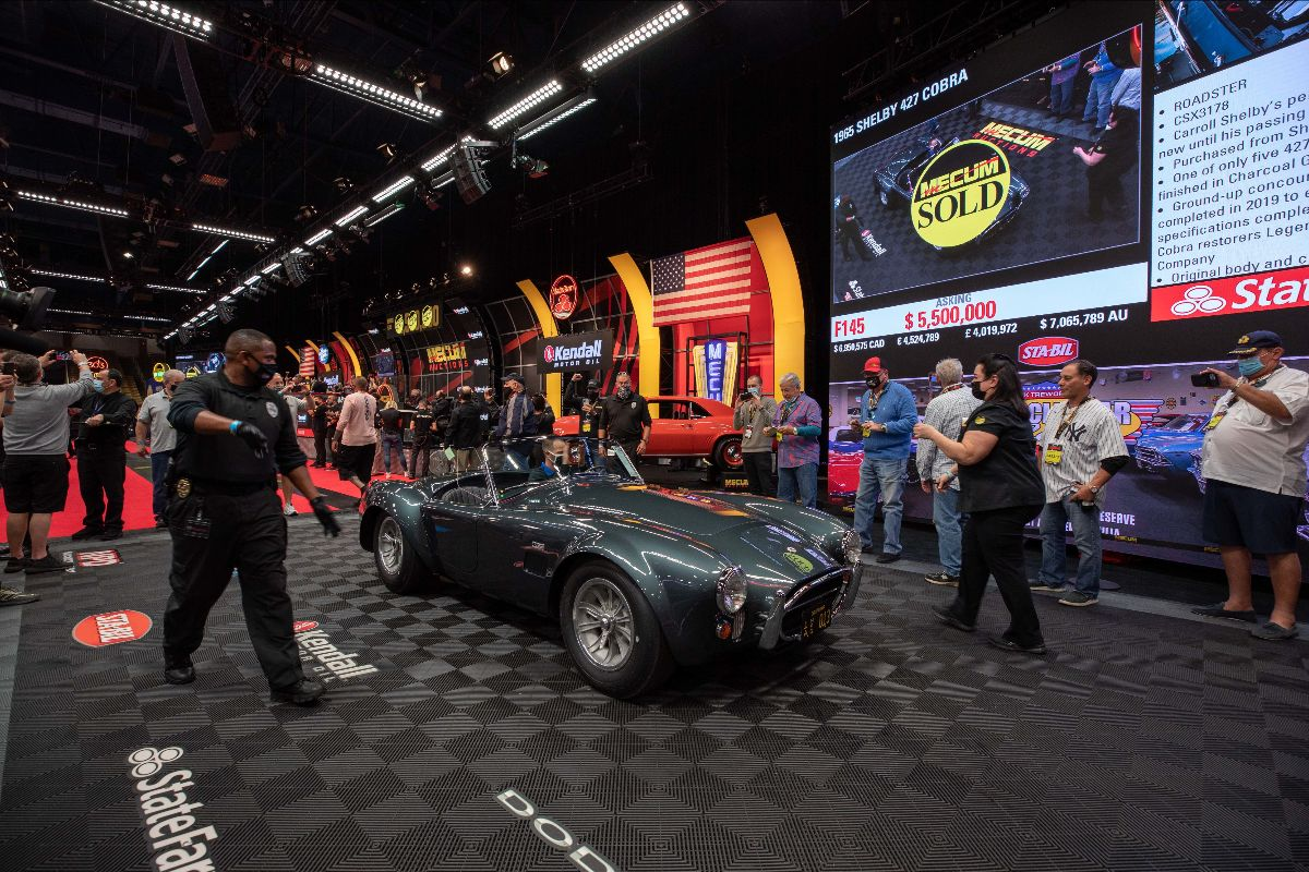 210126 1965 Shelby 427 Cobra Roadster Sold at $5,940,000 (Lot F145)