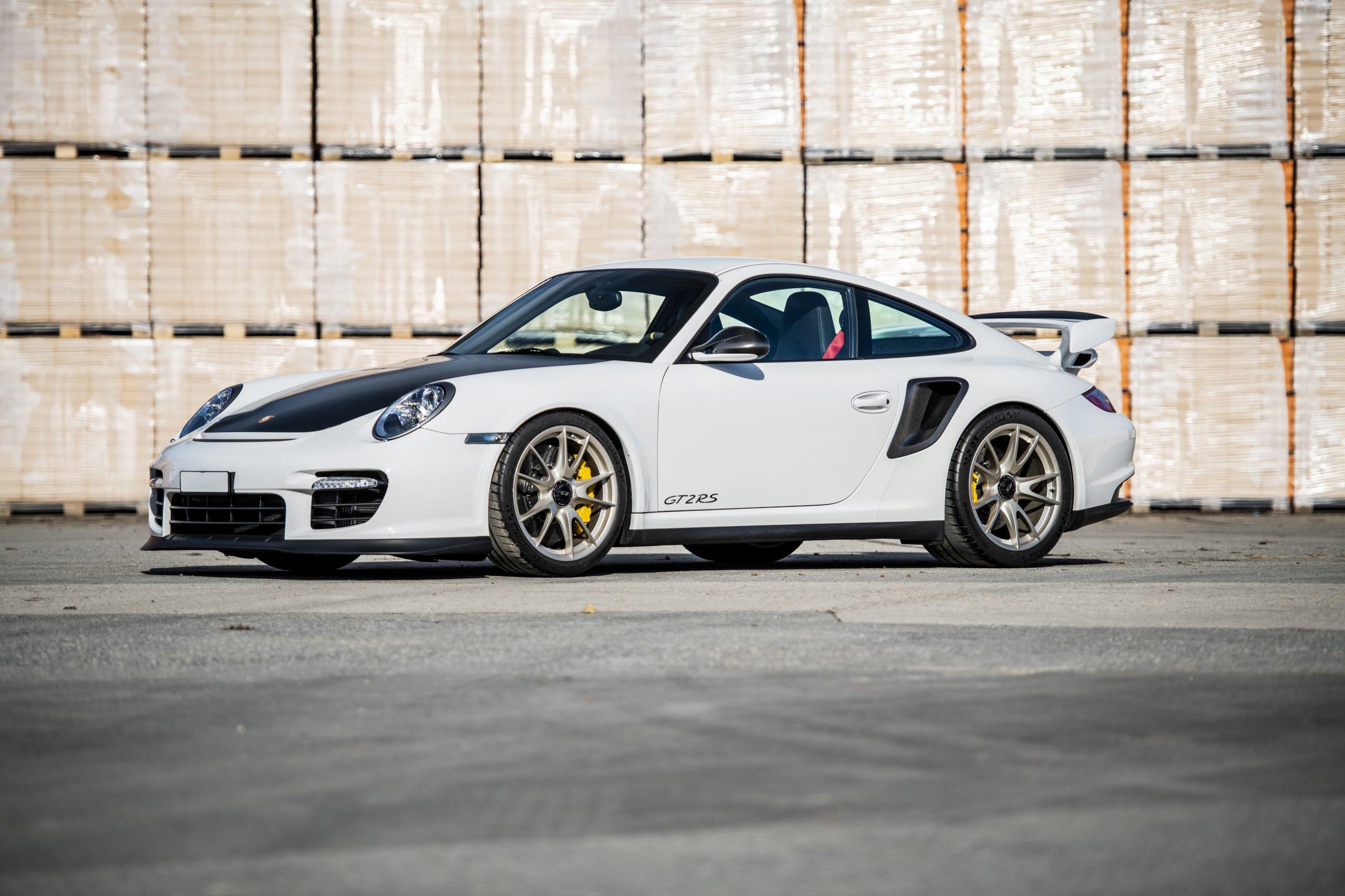 2010-Porsche-911-GT2-RS (5)