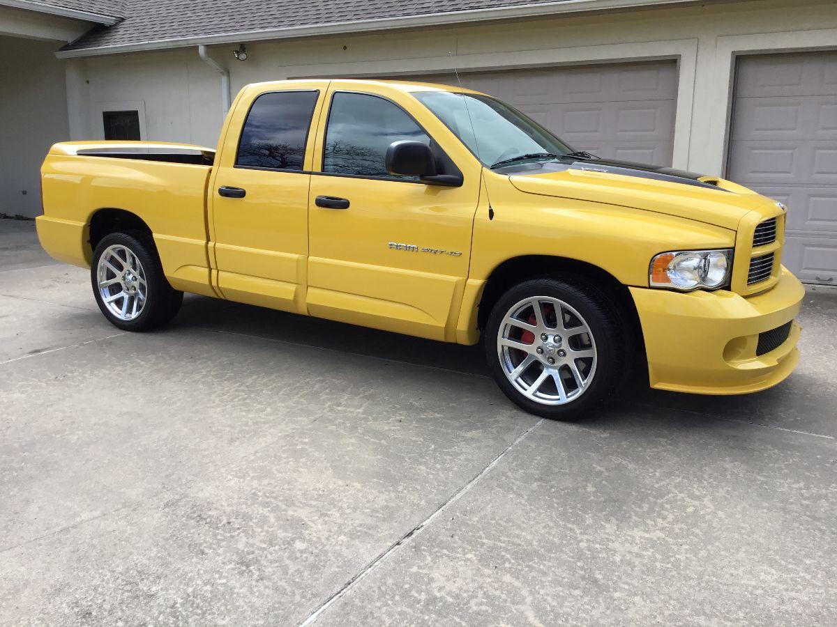 210323 2005 Dodge Ram SRT-10 Yellow Fever Edition Pickup 2,555 Miles, No. 377 of 500 (Lot S65) - Mecum Houston