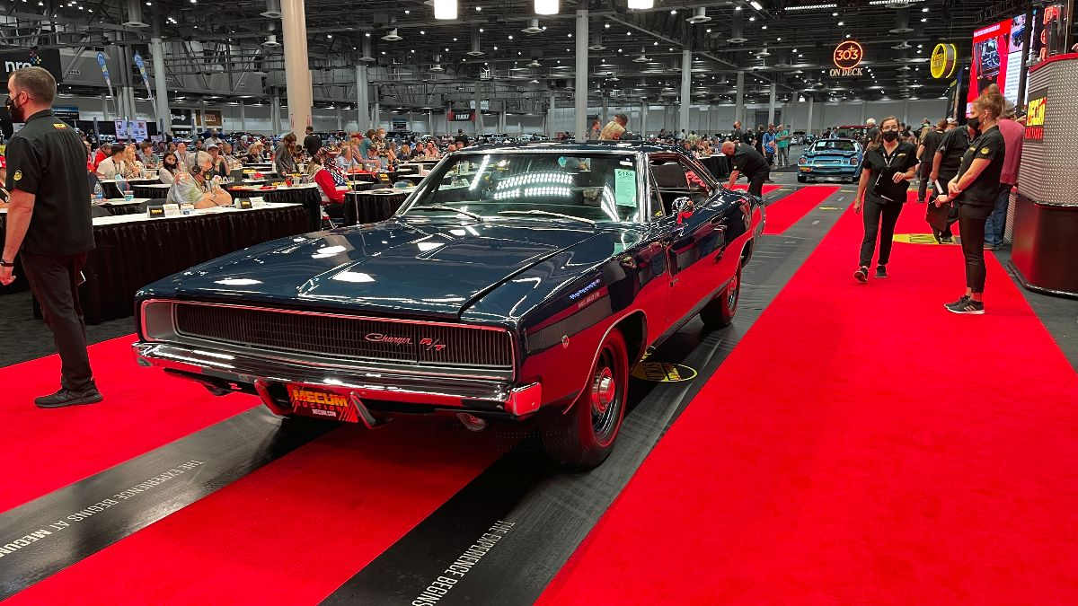 210414 1968 Dodge Hemi Charger R:T 426:425 HP, Automatic (Lot S168) sold at $231,000
