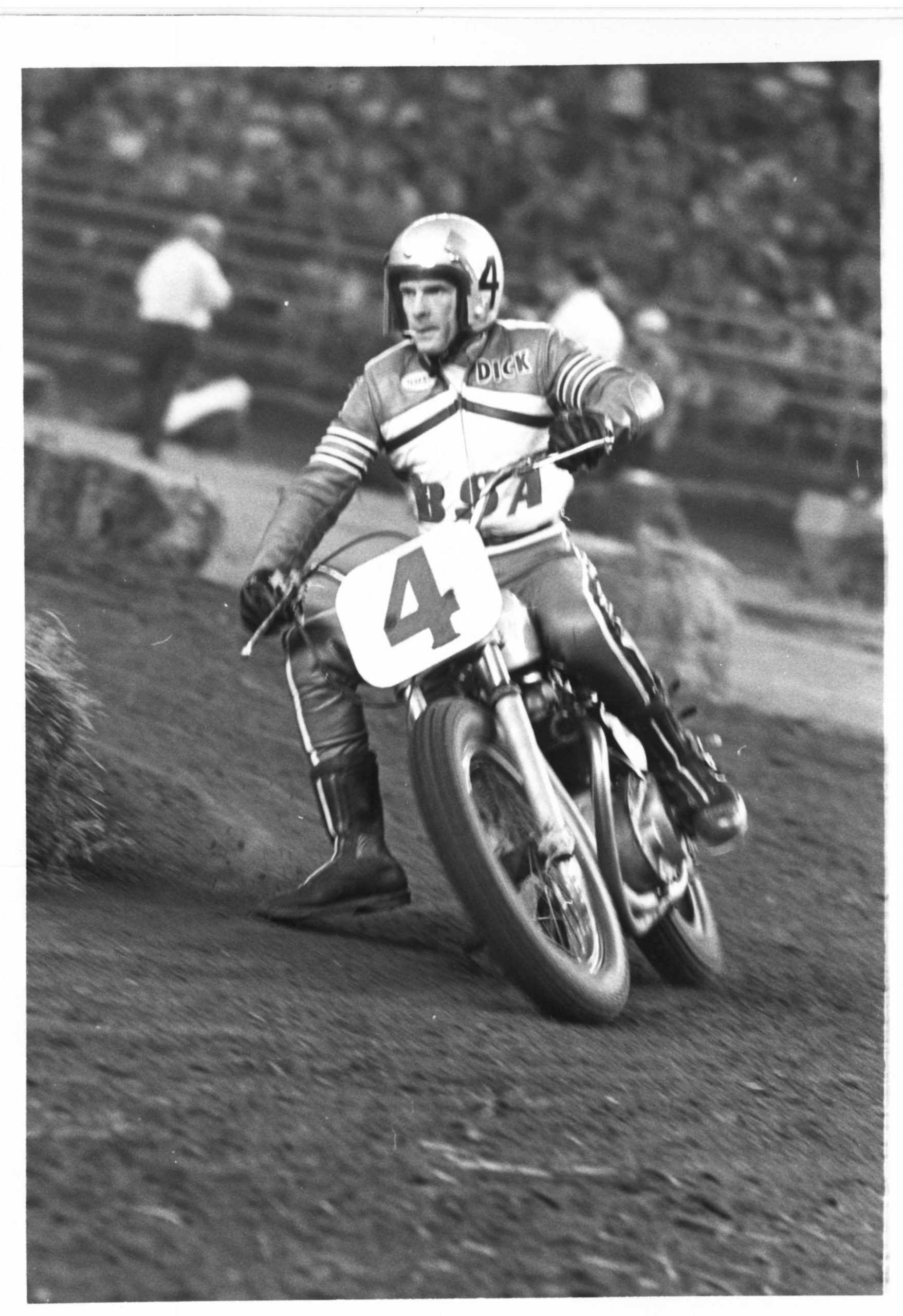 210428 AMA Motorcycle Hall of Famer and Racing Legend Dick Mann Passes (2)