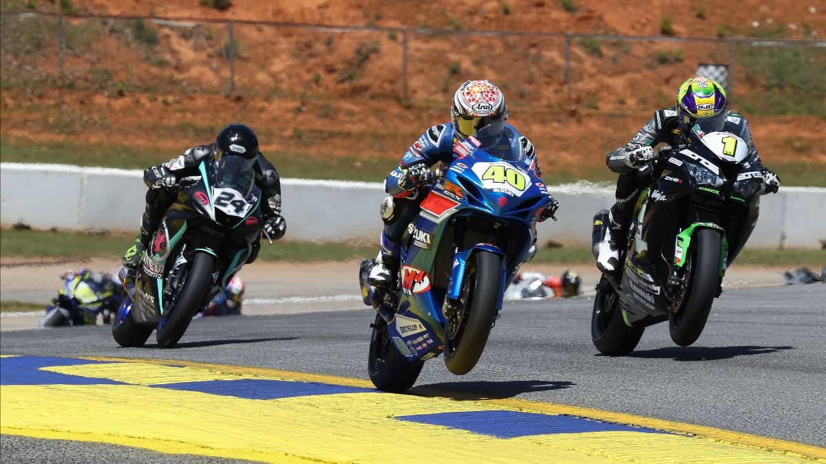 210502 Sean Dylan Kelly (40) beat Richie Escalante (1) to win the opening Supersport race